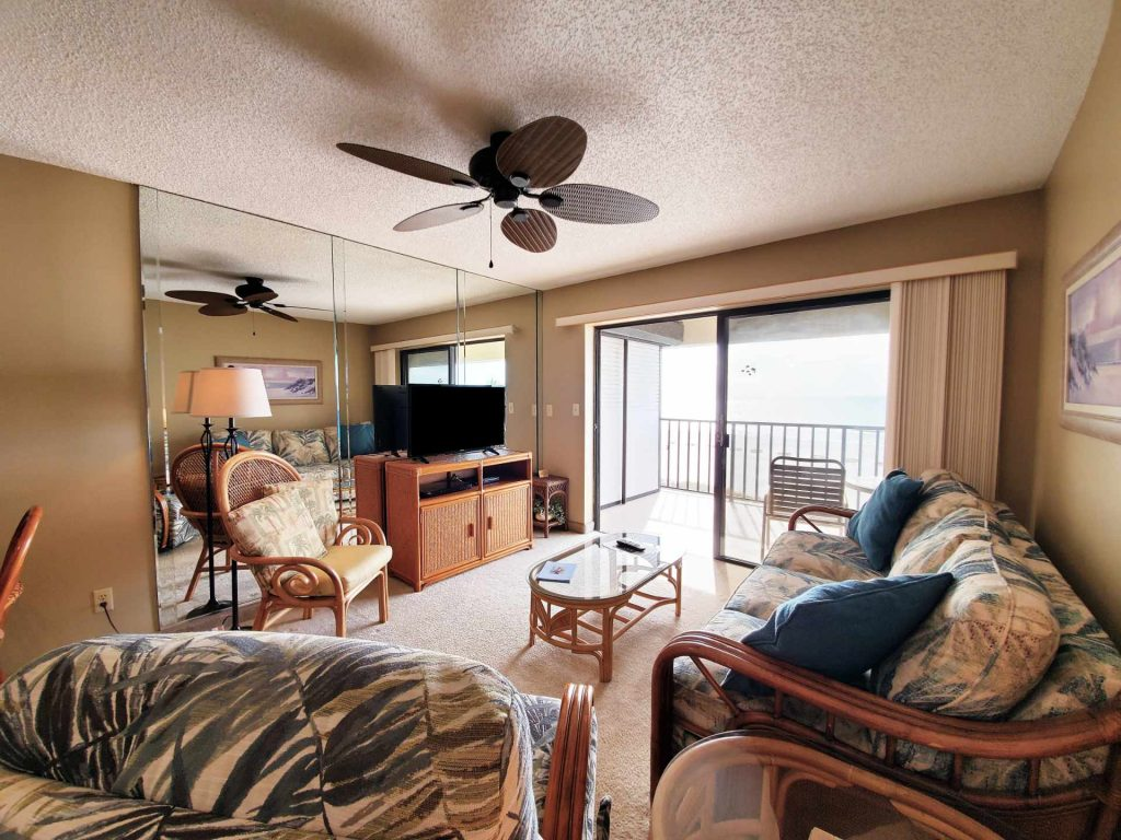 Room 401 living room